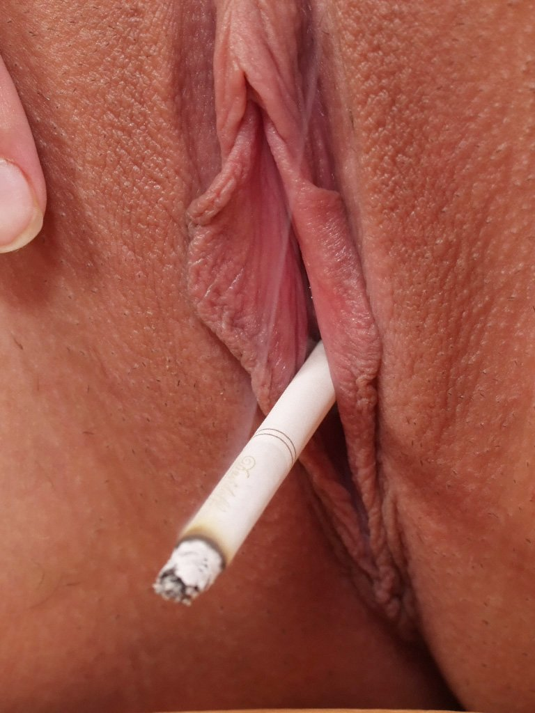 Smoking with pussy